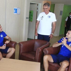 FOTO Dušan Bajević i pomoćnici dočekuju igrače u Zenici