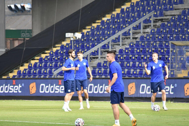 Zmajevi trenirali na stadionu Brondby, protiv Danske će ih bodriti oko 1.000 navijača